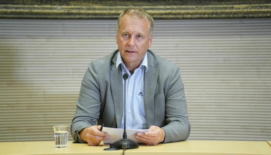 Ordfører Saxe Frshaug under pressekonferansen i forbindelse med smittespredningen i Indre Østfold søndag ettermiddag.