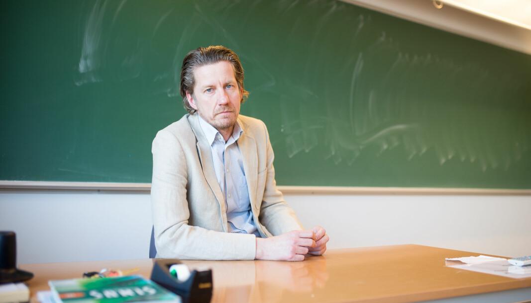 Åge Hvitstein er lærer ved Sandefjord videregående skole. Han mener smittevern-reglene er vanskelig å overholde med så fulle klasser.