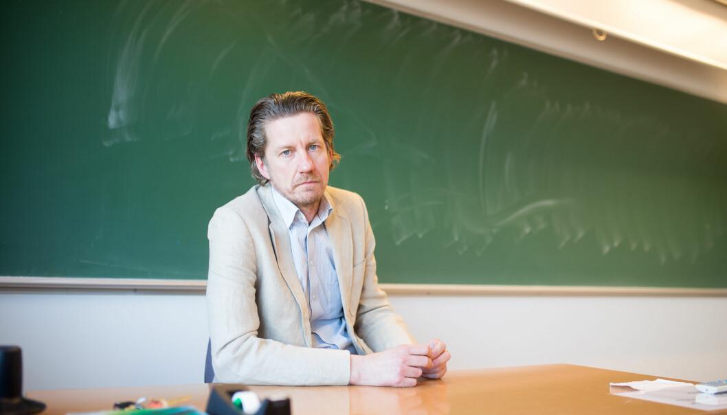 Åge Hvitstein, klubbleder for Utdanningsforbundet ved Sandefjord videregående, mener sentralstyret i forbundet bommer grovt med sine avgjørelser i lønnsforhandlingene.