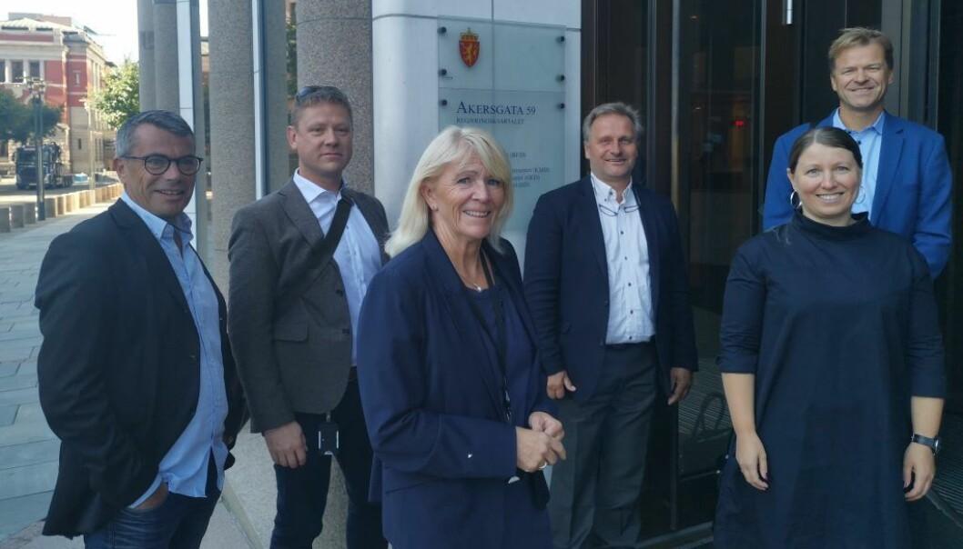 Guro Elisabeth Lind leder Unios lønnsforhandlinger i staten, Sigve Bolstad er nestleder i Unio stat, Klemet Rønning-Aaby er forhandlingssjef i Unio, Jorunn Solgaard er forhandlingssjef i Forskerforbundet, Roar Fosse er forhandlingssjef i Politiets Fellesforbund og Atle Gullestad er sekretær for Unios statsutvalg.