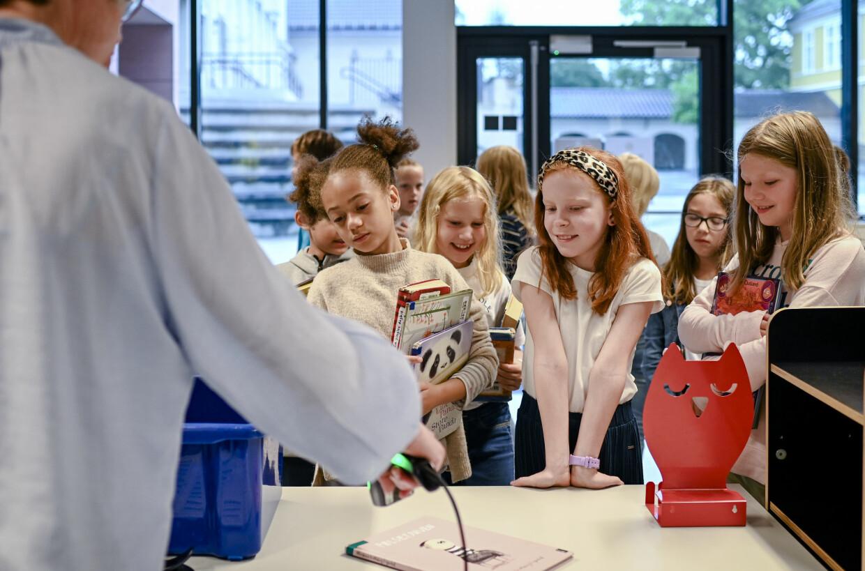 Oslo 21.08.2020 Grefsen skole, skolebiblioteket. På bildet er fjerdeklassingene Sebastian, Sigve, Andrea og Thale. Foto: Joakim S. Enger