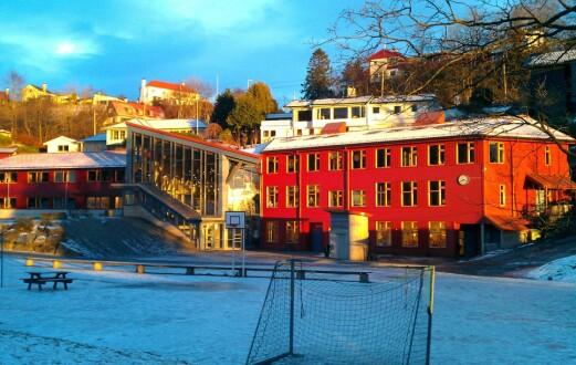 Skoleklasser i karantene etter at ansatt på steinerskole i Bergen har fått påvist covid-19