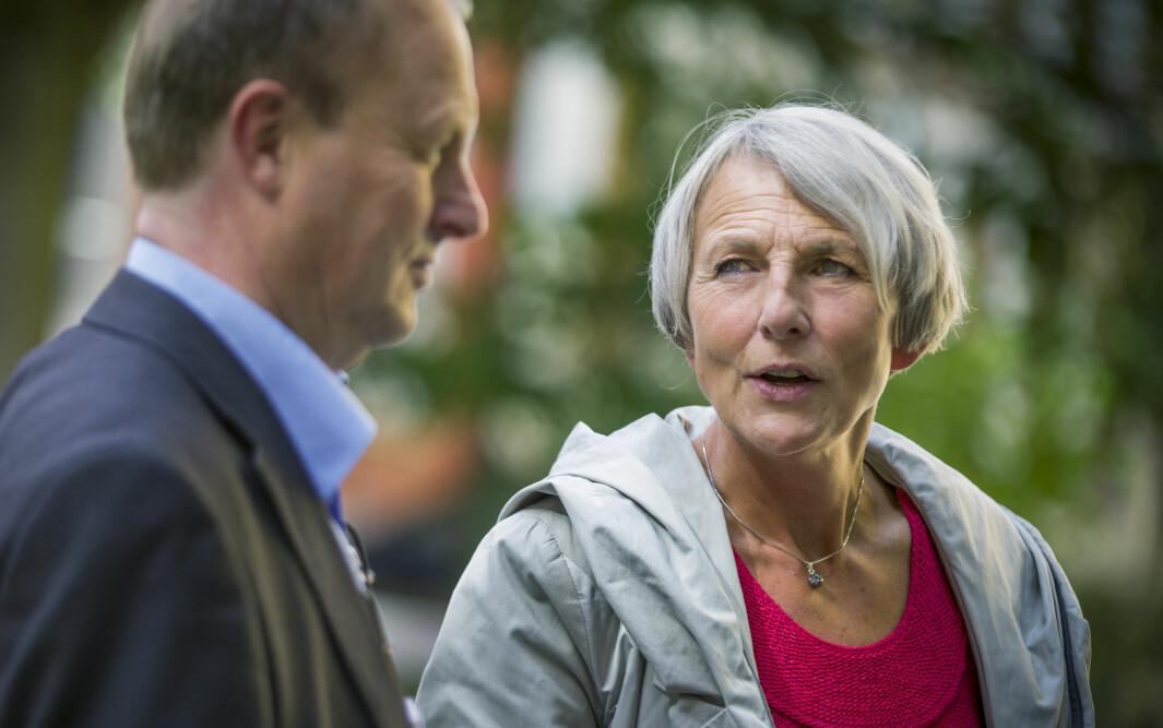 Anne Finborud (t.h), leder i Skolenes Landsforbund, vil ha ekstra bemanning i skolen ut året.