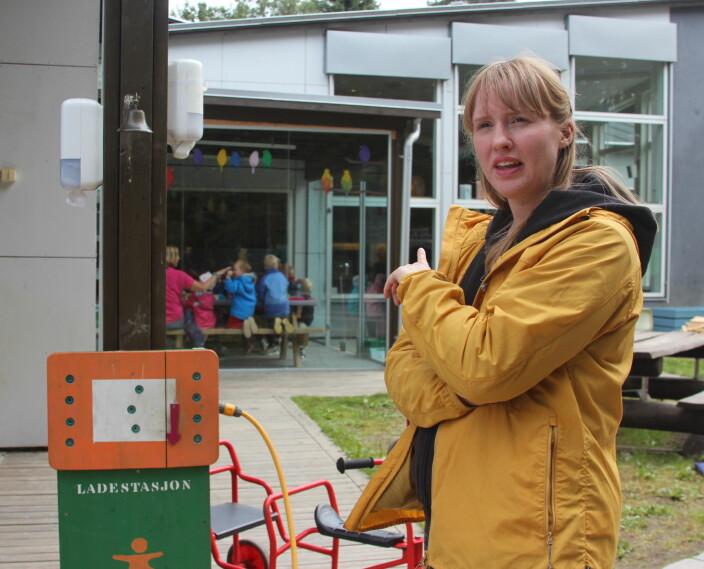 Barnehagelærer Anett Holmvik er opptatt av bærekraftig utvikling: – Det handler om å lære barna å ta vare på naturen, sier hun.