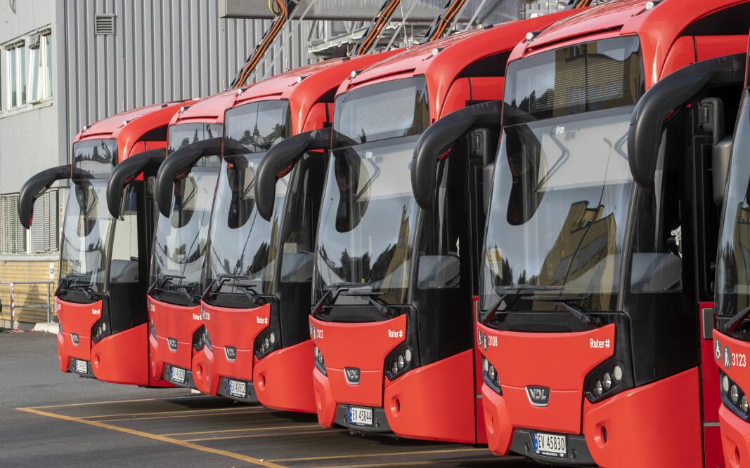 3800 bussjåfører er tatt ut i streik og store deler av Oslo og Viken er rammet. Bussene står som her på Ulven i Oslo.