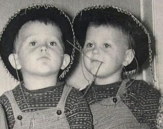 BARNETEGNING: Egil og Svein Nyhus inspirerte hverandre allerede som femåringer og var opptatt av cowboyer på den tiden.