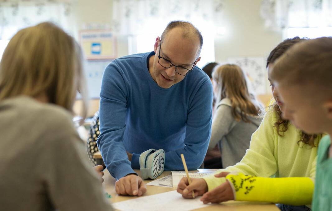 Vi er alle tjent med en sterk lærerprofesjon som med medmenneskelige verdier og pedagogisk klokskap kan stå imot økonomiske krefter som ønsker å styre skolens innhold, skriver Eli Smeplass