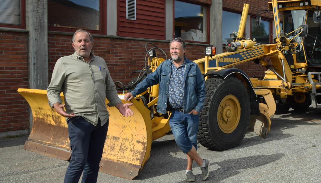 Lærer og avdelingsleder Knut Martin Tovslid og lærer og tillitsvalgt Jarl Håvard Borgen ved Nome videregående fortviler over utstyrssituasjonen på mange av yrkesfagene ved skolen.