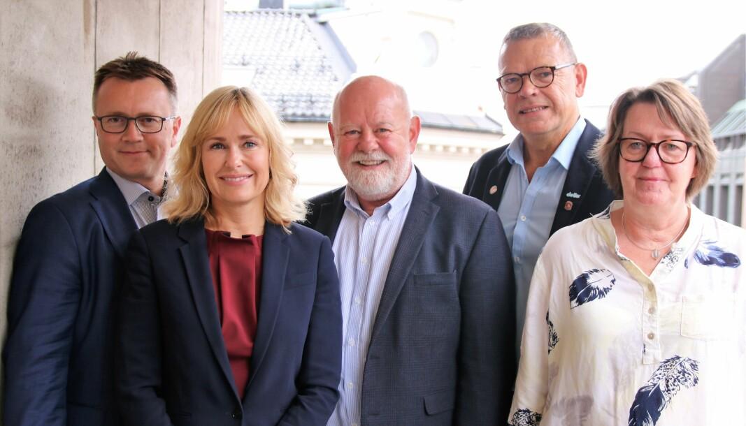 Partene i PBL-oppgjøret Espen Rokkan og Anne Lindbo fra PBL. Terje Skyvulstad, Utdanningsforbundet, Trond Ellefsen, Delta og Anne Green Nilsen fra Fagforbundet.