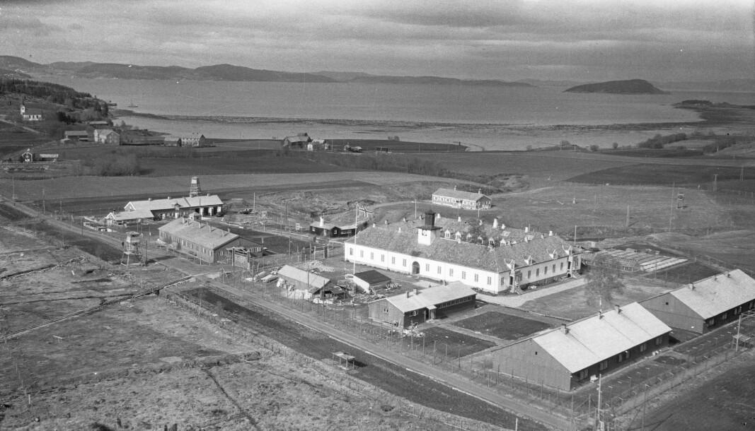 Falstad fangeleir ved Levanger ble også brukt som transittleir for jøder høsten 1942. Bildet er tatt 12. mai 1945, fire dager etter frigjøringen.