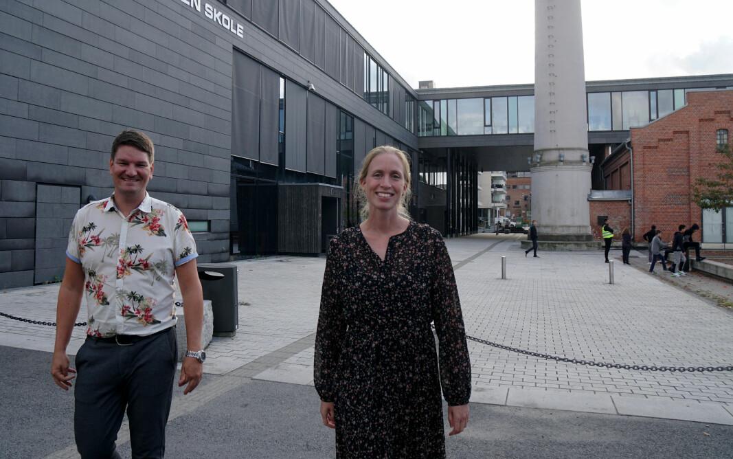 Sølve Kuraas Karlsen og Silje Kaasen Krogsrud i Tenk skal vise lærere og elever hvordan de kan sjekke kilder og finne fakta.