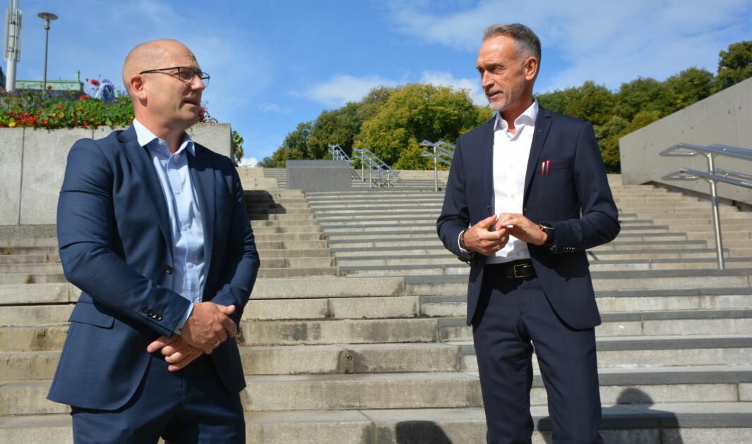 Mandag ga medlemmene i Utdanningsforbundet beskjed til leder Steffen Handal at de sier nei til det framforhandlete resultatet. Her er Handal sammen med Tor Arne Gangsø, forhandlingsleder KS.