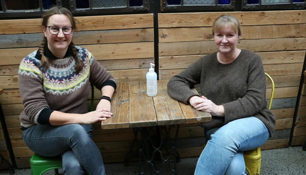 For pedagogisk leder Kari Coventry i Bikkjestykket barnehage i Drammen (t.v.) har koronatiden ført til at hun nå skal kjempe for økt bemanning i Drammensbarnehagen. Styrer Anne Meyer i Læringsverkstedet Kongerød barnehage i Skien erfarte at møtene ble mer effektive