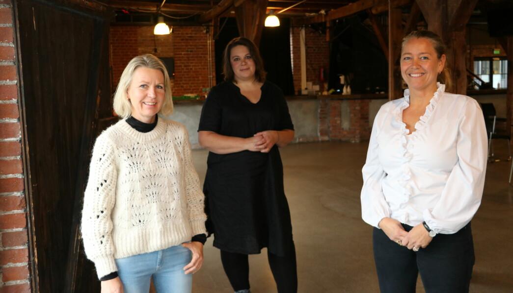 Daglig leder Anette Wilhelmsen i Ekornheim barnehage i Drammen og Pia Halvorsen i Den blå Appelsin Kanvas-barnehage i Oslo forteller rørende historier om de stille barna som blomstret i små grupper. Pedagogisk leder Hilde Strøm i Nørsnes kystbarnehage i Asker sier de voksne fant igjen lekenheten og var mye mer til stede i barns lek enn før.