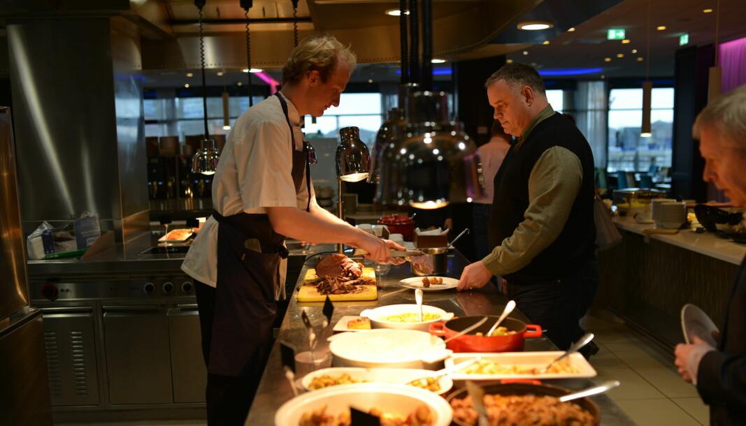 Stadig færre lærlinger er permittert, men det er fortsatt i hotell- og restaurantbransjen det er flest permitterte lærlinger. Illustrasjonsfoto: Snorre Schjønberg