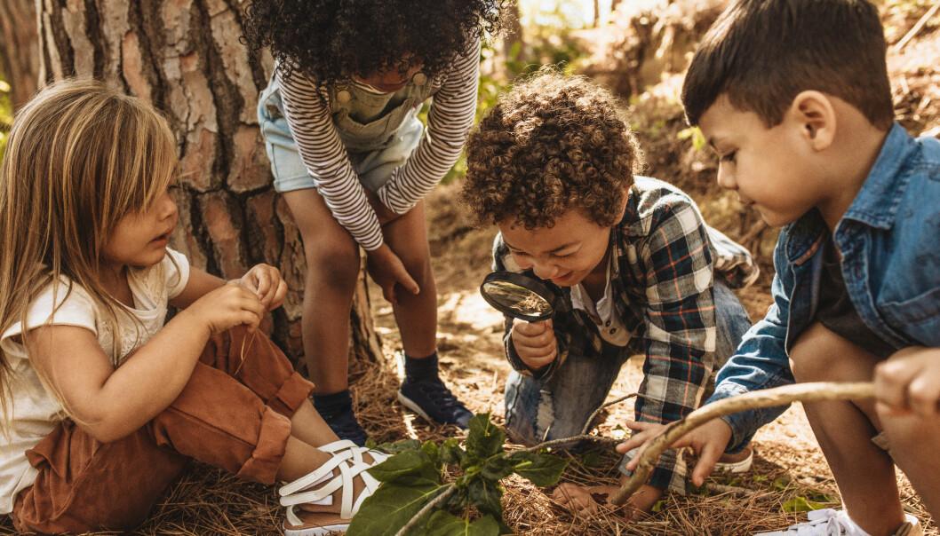 Forskning indikerer at mellom åtte og tolv prosent av barnehagebarna i Norge opplever å bli mobbet i form av plaging, erting eller gjentatt utestenging fra lek, eller å bli mobbet av personalet i barnehagen. Derfor blir barnehageloven endret.