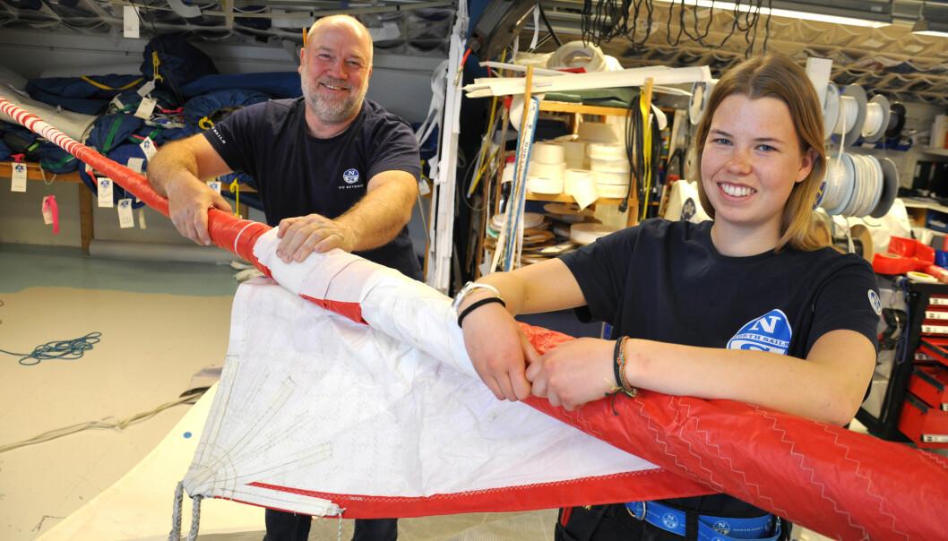 – Hedda kommer til å bli en bra seilmaker, sier mangeårig seilmaker Øyvind Thoresen hos With Marine i Asker. De to har funnet tonen.