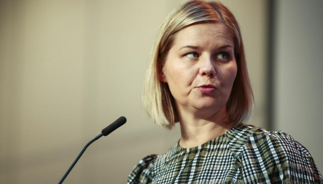 Kunnskapsminister Guri Melby og regjeringen skroter nærskoleprinsippet.