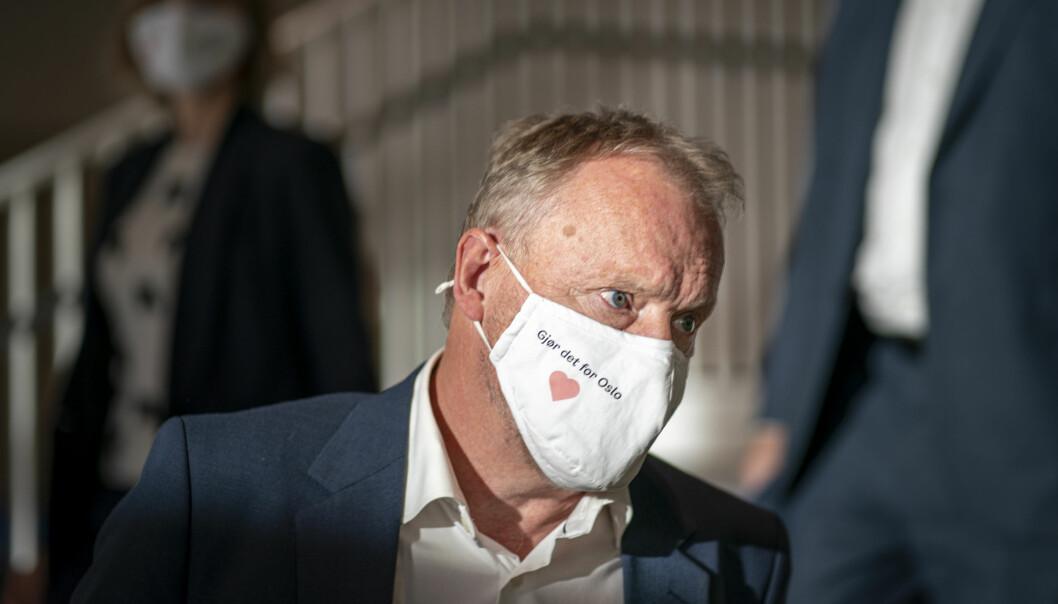 Byrådsleder Raymond Johansen vurdere strengere smittetiltak ved enkelte skoler i Oslo.