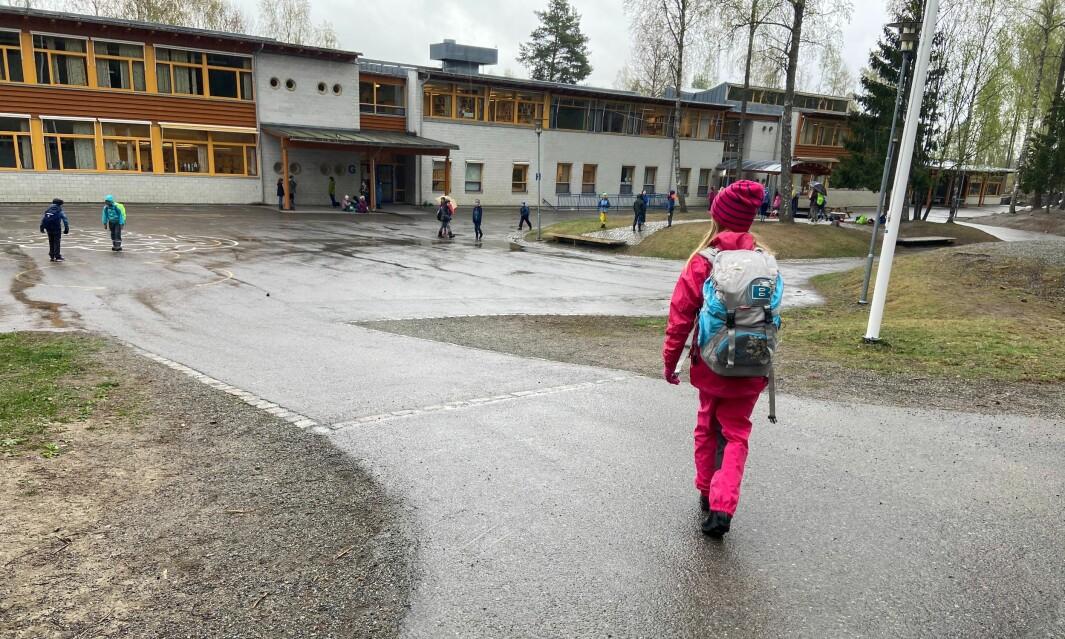 Skolene i Nordre Follo i Viken gir foreldre muligheten til å ta tidligere juleferie i år på grunn av koronapandemien. Bildet er fra Østli skole i Oppegård.
