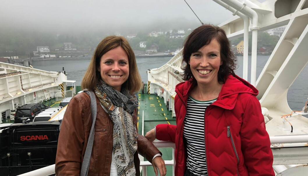 Redaktør Line Fredheim Storvik i Første steg og fotograf Marie von Krogh på vei med ferja fra Stavanger til Hjelmeland i mai 2019.