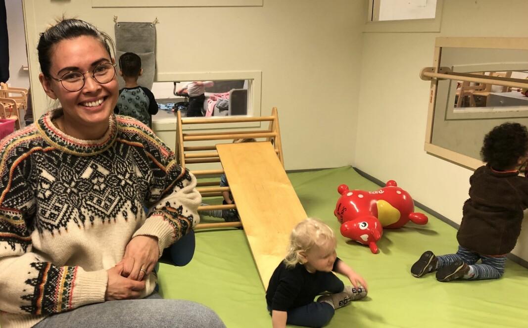 Mai-Ly Reinemo startet i barnehage for 17 år siden som fagarbeider. Siden har hun utdannet seg til barnehagelærer og har vært styrer i to år. Vært år kartlegger de ansatte i Bekkelaget sine relasjoner til barna ved hjelpe av fargekoder.