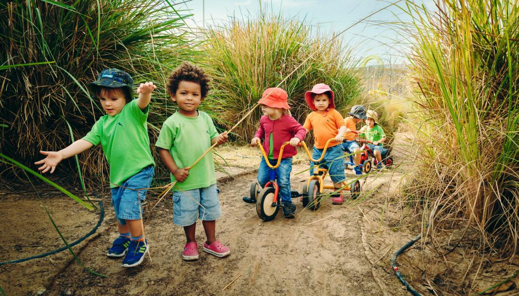 Tema: Grønn hverdag i barnehagen Ørkenbarna jobber for bedre klima Barna dyrker grønnsaker, lærer å bli skitne og lager piratskip av søppel. I Dubais overflod motiverer barnehagen barna til en mer bærekraftig livsstil. i