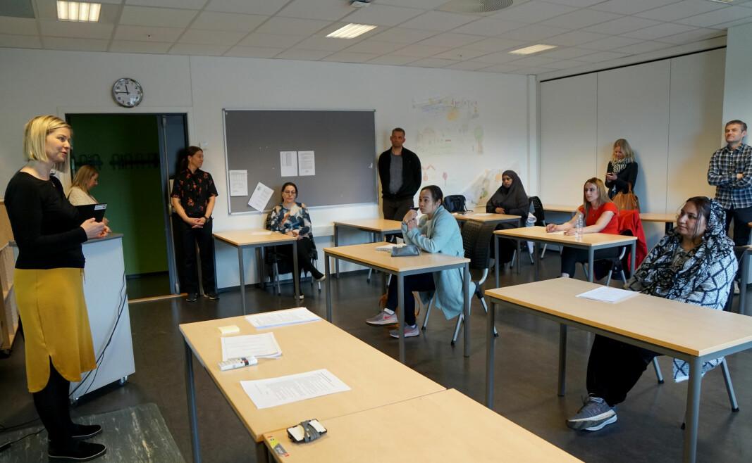 Kunnskaps- og integreringsminister Guri Melby på besøk på Lørenskog voksenopplæring tidligere i år.