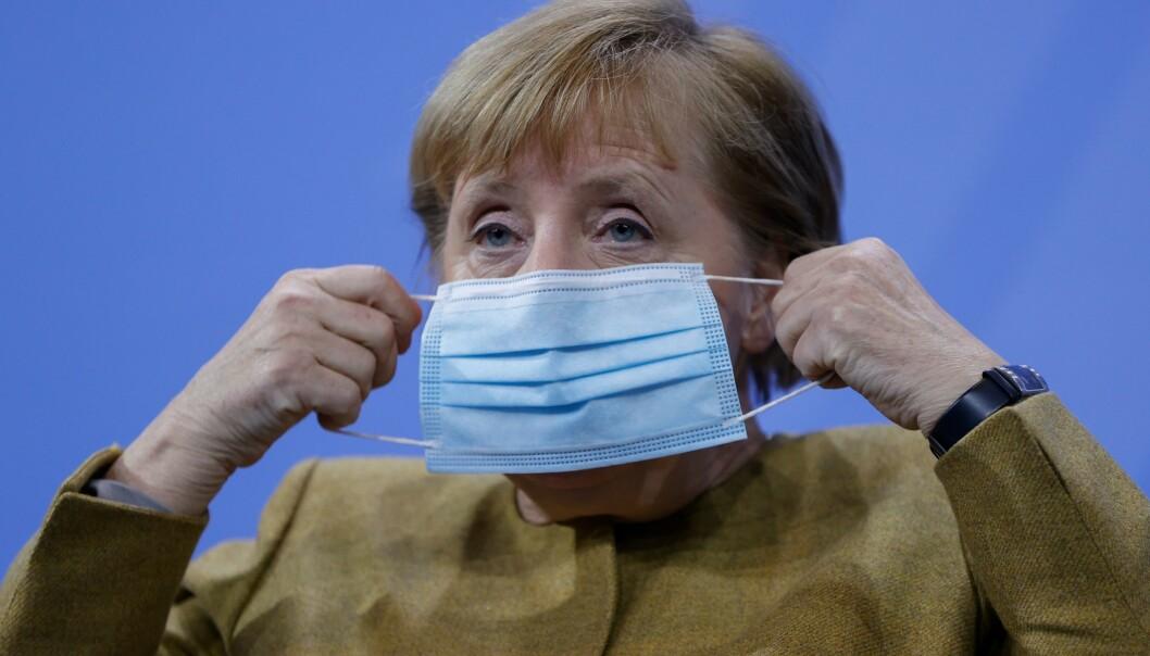 Angela Merkel vil stenge skoler og butikker i Tyskland etter ny smittebølge.
