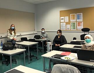 Utstyrer lærerne med munnbind og visir