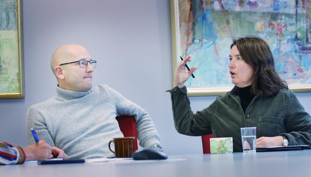 Utdanningsforbundet mener lærerne bør lenger frem i vaksinekøen. Her er leder Steffen Handal i samtale med nestleder Hege Valås.
