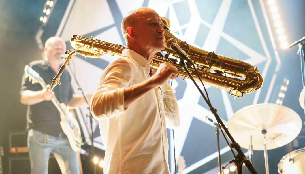 Rolf Martin Snustad spiller saksofon i bandene Hopalong Knut, Samvirkelaget, Northern Star Groove Alliance og Spidergawd.