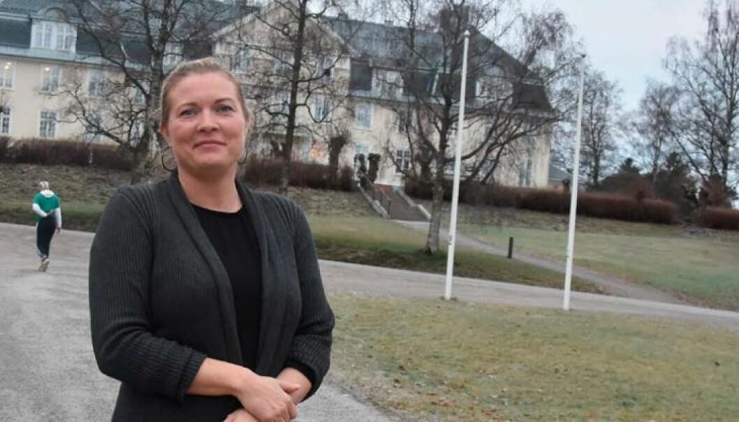 <p>På Jønsberg er rektor Renate Christiansen Lunde svært glad for godt samarbeid med helsesykepleieren på skolen.</p>