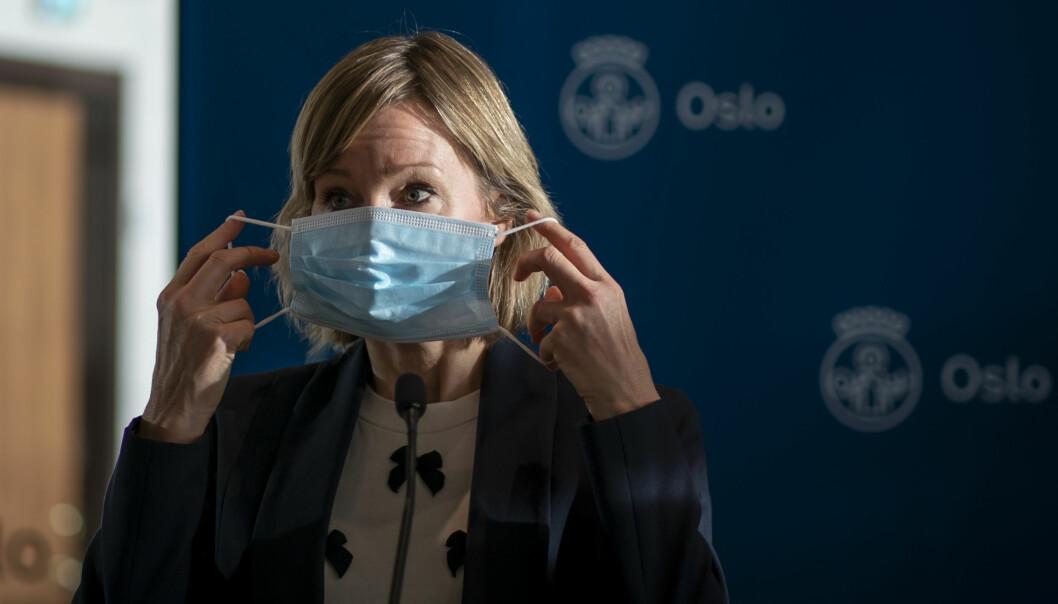 Nye tall viser økt smitte blant lærere. Men Oslos skolebyråd vil fortsatt holde barnehager og barneskoler på gult smittevernnivå.