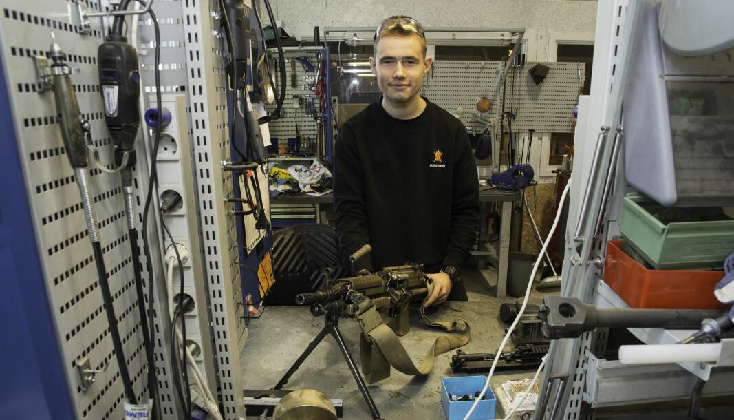 Nils Kristian Valaas-Lundsvoll bestemte seg tidlig for å bli børsemaker, og på Elverum tekniske verksted får han lære om både Minimi og andre våpen.