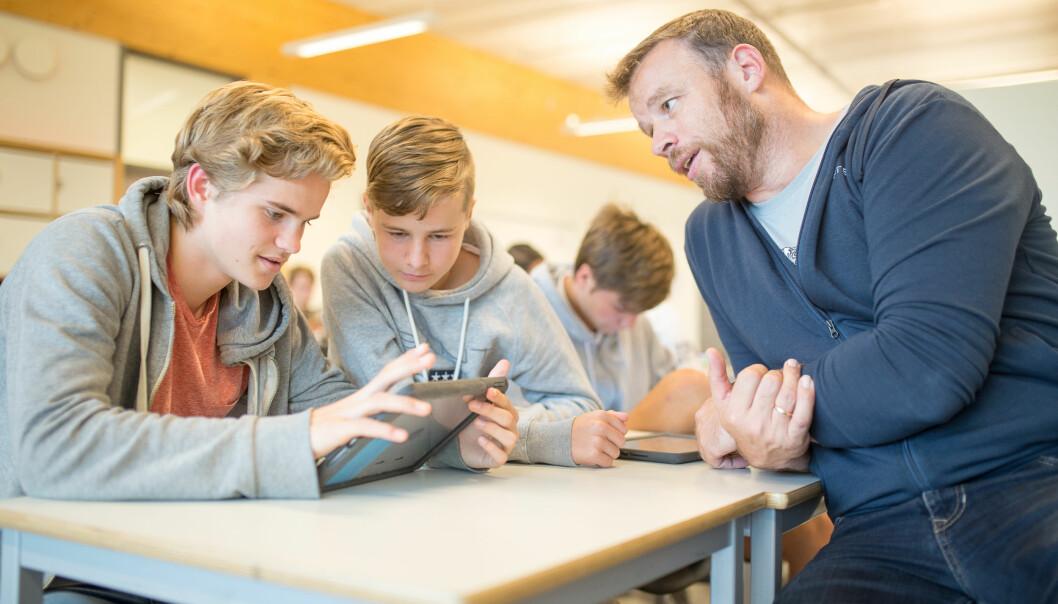 """Etter 20 år i klasserommet har Simen Spurkland (46) gått fra """"flau til profesjonell"""" lærer. Her fra en reportasje i Utdanning i 2018."""