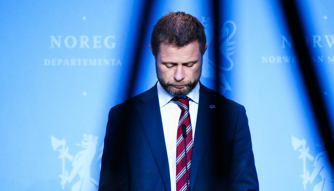 Helse- og omsorgsminister Bent Høie og regjeringen innfører strenge tiltak i Bergen og kommuner rundt.