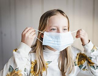 Munnbind for barnehagetilsette, songforbod og testing – slik er tiltaka i skular og barnehagar i Norden