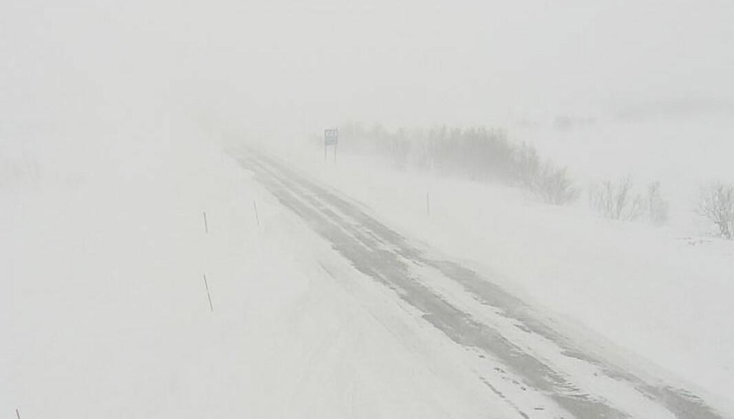 Kraftig uvær skaper problemer i Nord-Norge. Bildet er tatt på E6 i Repparfjorddalen i Finnmark søndag.