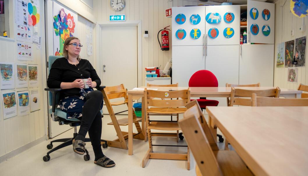Barnehagestyrar Nina Dorans Brodtkorb tek seg ein pust i bakken. Med ansvar for to barnehagar må ho prioritere hardt kva ho har av tid for at arbeidskvardagen skal gå opp.