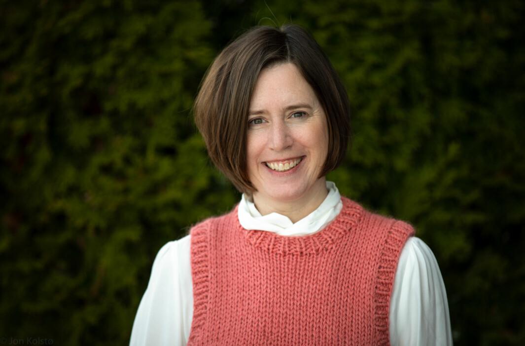 Lærer Julia Kolstø har vært alvorlig kreftsyk. Nå håper hun på regler som begrenser tallet på nærkontakter en lærer kan ha.