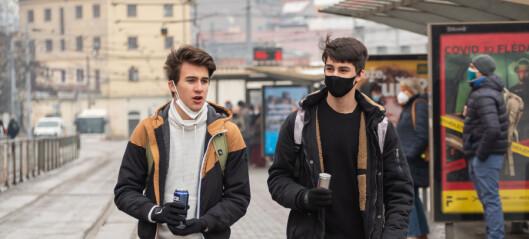 Regjeringen åpner for bruk av munnbind på videregående skoler