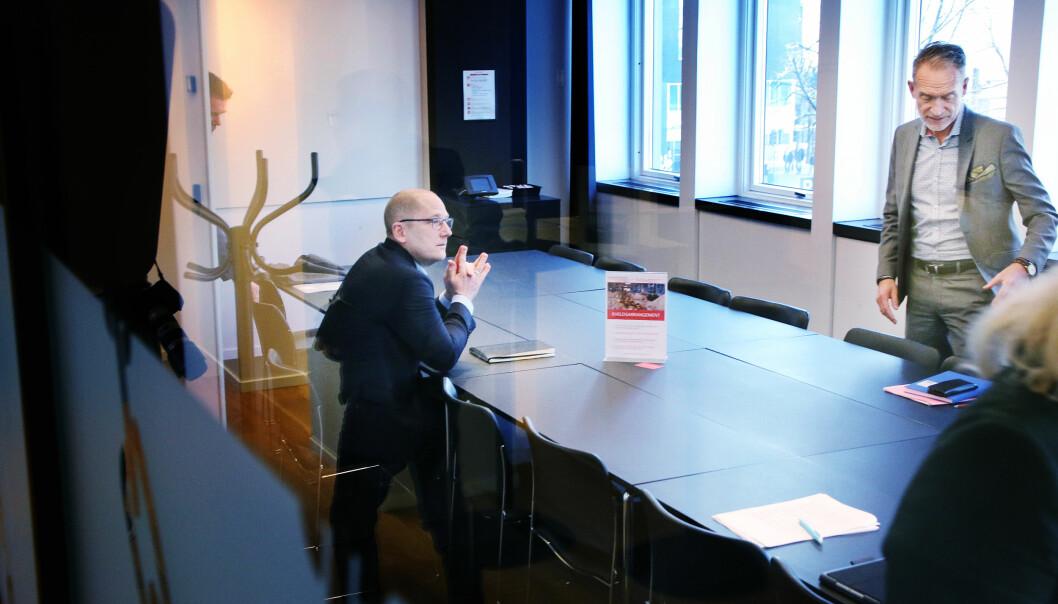 Steffen Handal i Utdanningsforbundet og KS-leder Tor Arne Gangsø under forhandlingene i 2019.