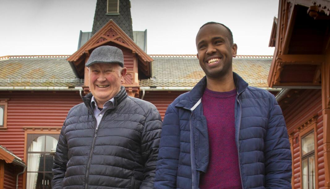 Det ble et hjertelig gjensyn mellom Ali Mohammed (38) og Torger Eriksen (75). – Torger hadde utradisjonelle måter å undervise på. Han lyttet. Det roet meg veldig i en periode der jeg var helt ny og alene i et fremmed land, sier Ali.
