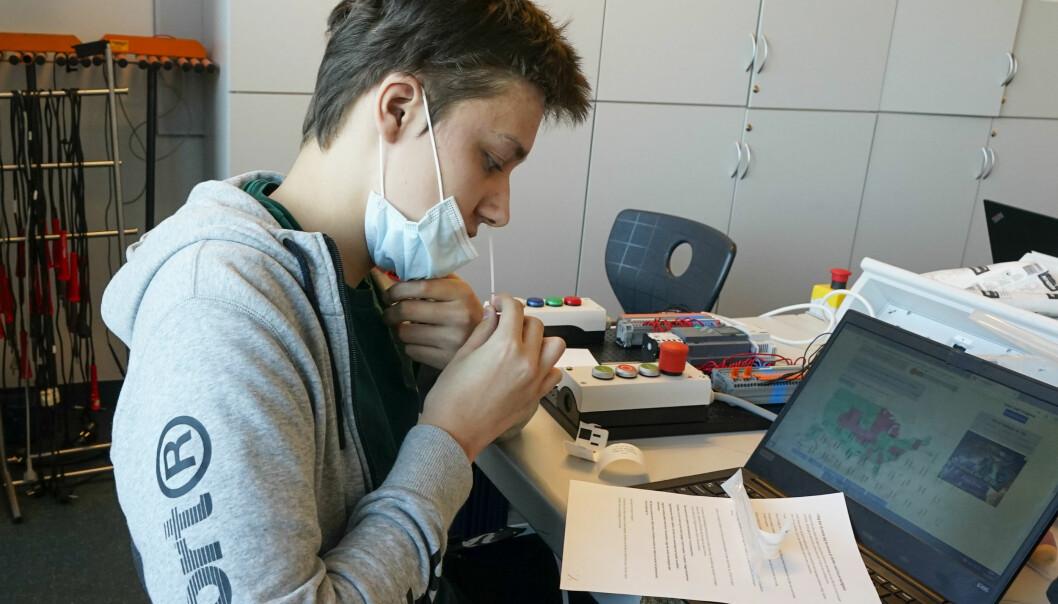 Elever på Kuben yrkesarena i Oslo startet torsdag opp med massetesting. De neste ukene skal samme system rulles ut på flere skoler i Oslo og andre steder i landet.