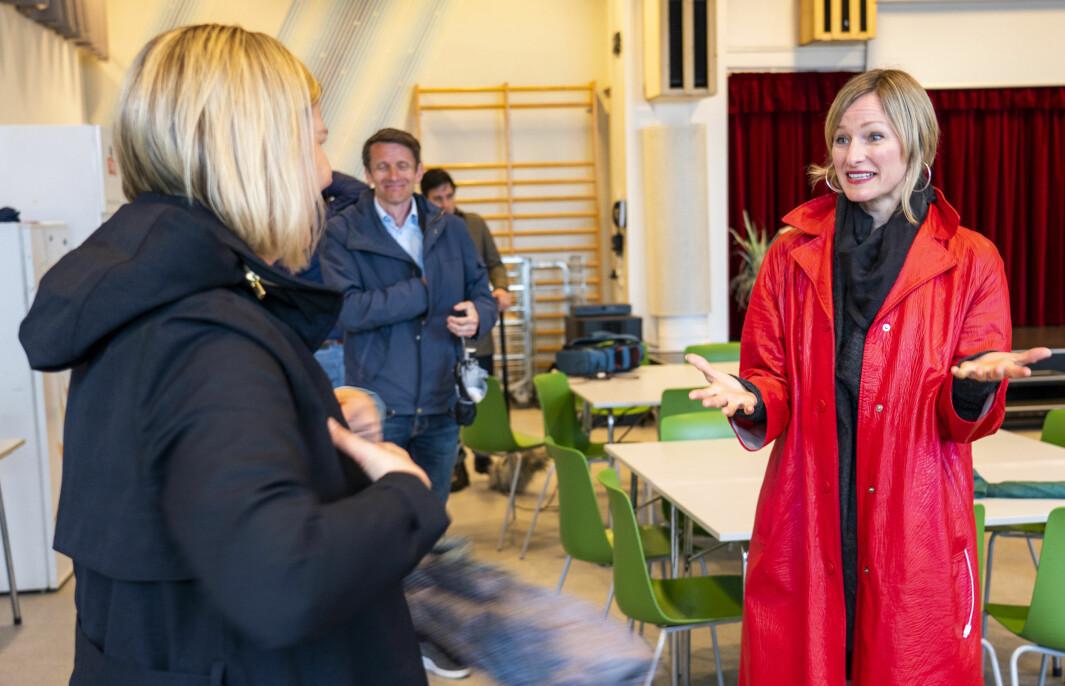 Kunnskapsminister Guri Melby (V) og Oslos skolebyråd Inga Marte Thorkildsen. Bildet er tatt under et besøk på Ellingsrudåsen skole i Oslo i fjor.