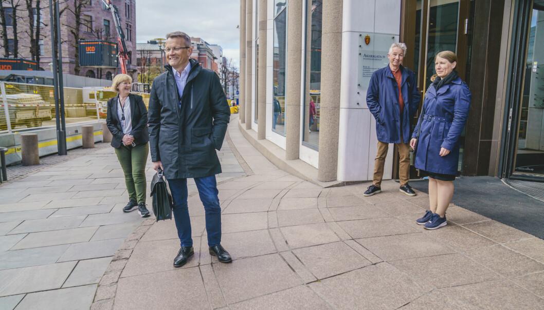 Fra venstre Kari Tønnessen Nordli i Akademikerne, Egil André Aas fra LO Stat, Pål Arnesen i YS Stat og Guro Elisabeth Lind i Unio utenfor R5 før forhandlingene om årets lønnsoppgjør i staten.
