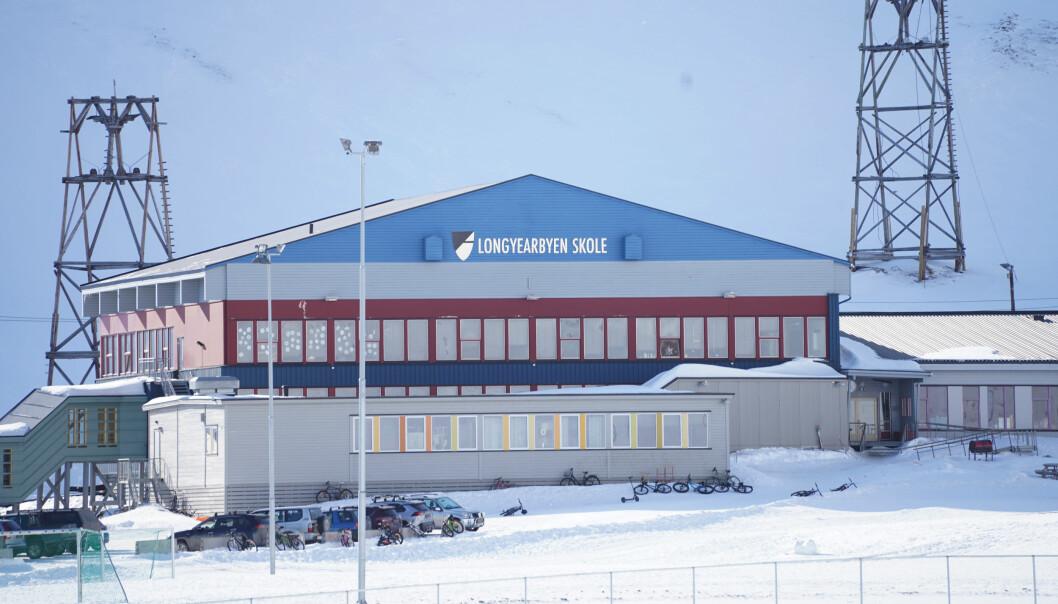 Elever som ikke kan få et forsvarlig utbytte av opplæringen ved Longyearbyen skole, har ikke rett og plikt til grunnskoleopplæring i Longyearbyen, går det fram av forslaget til ny forskrift.