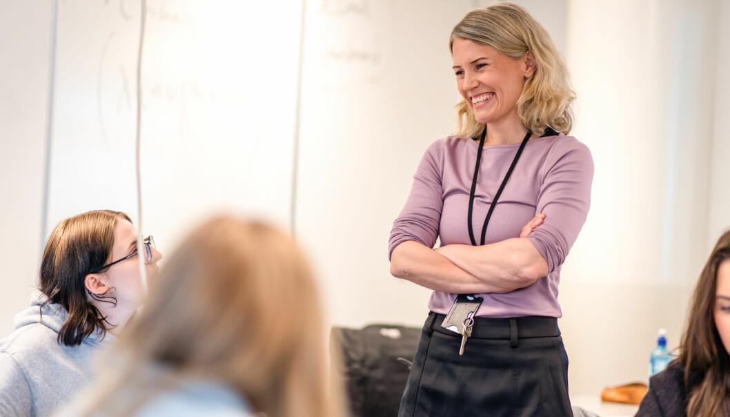 Siv Sørås Valand prøver gjerne å skjule karakteren litt for elevene når de får en vurdering, for å tvinge dem til å måtte gå gjennom kommentarer og tilbakemeldinger først.