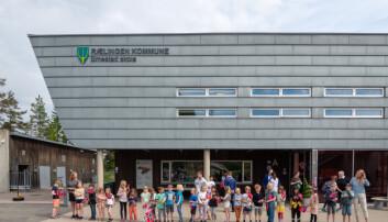 Velkomstkomiteen tok godt imot statsministeren på Smestad skole.